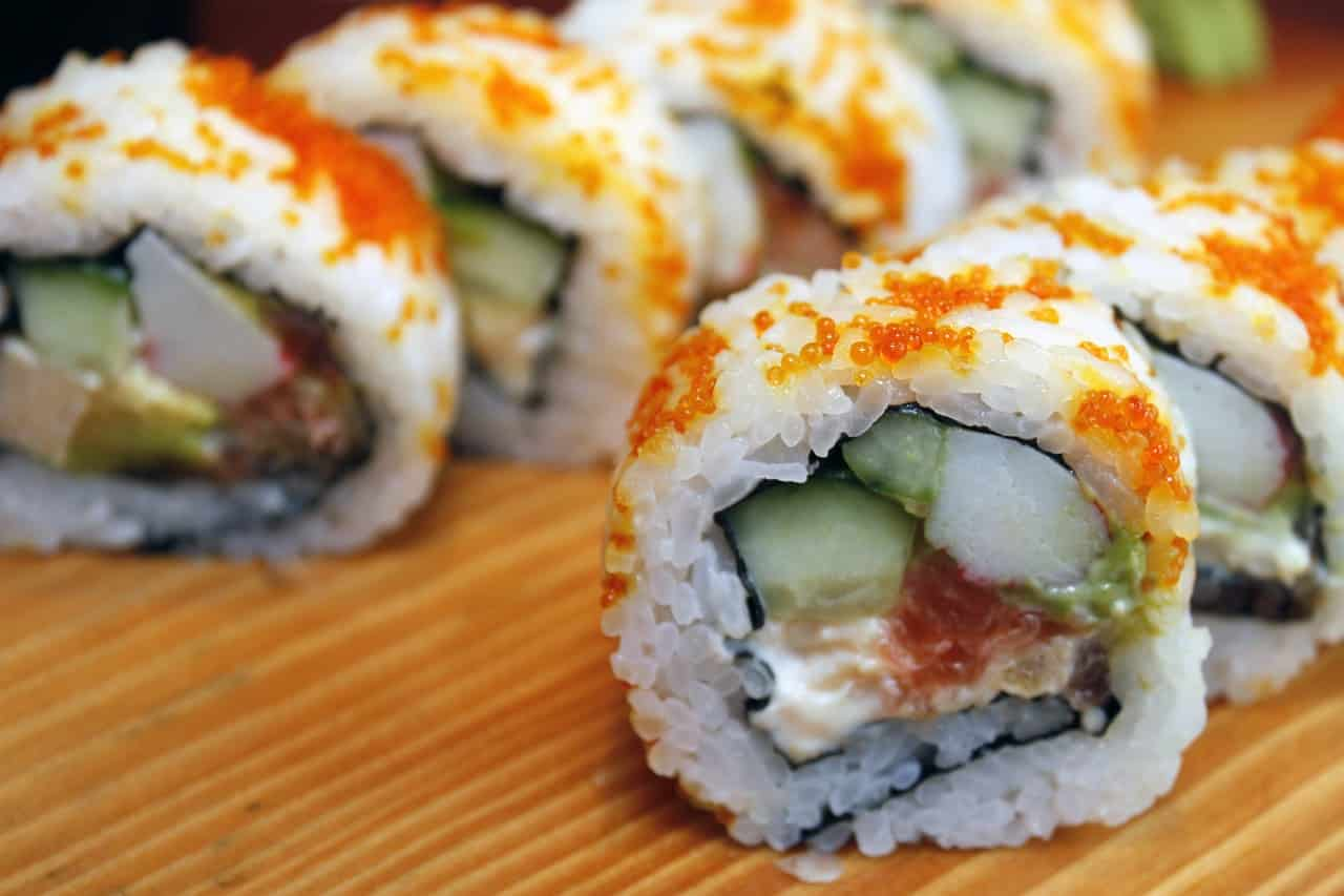 Tofu sushi rolls with sushi rice